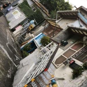 公館近くの古い家々が芸術家達のアトリエやショップになっている寶蔵巌国際芸術村